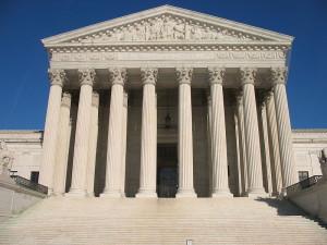800px-US_Supreme_Court photo by Kjetil Ree